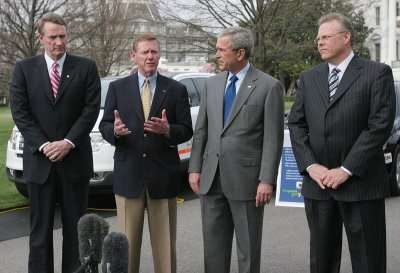 GM CEO Rick Wagoner, Ford CEO Alan Mulally, US President George W Bush and Chrysler CEO Tom LaSorda (from left to right)