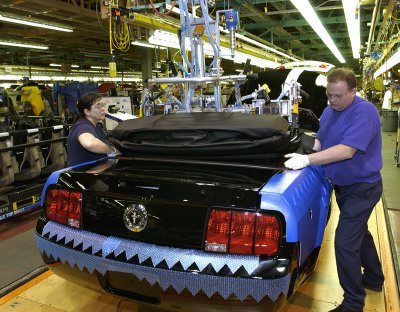 2005 Ford Mustang convertible on the production line