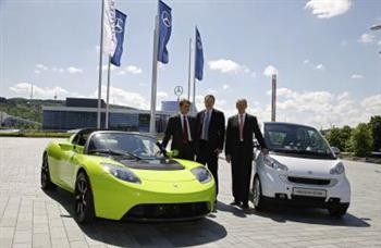 Tesla Roadster and Smart Fortwo ED with executives (copyright image)