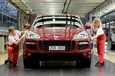 Porsche plant Leipzig: Employees assemble the 200.000th Cayenne