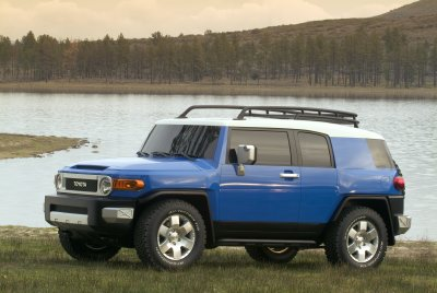 i.toyota.FJ.cruiser.2007.blue.side.05feb.jpg