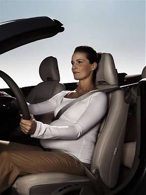 Volvo Car recommends that all passengers be correctly restrained, including pregnant women