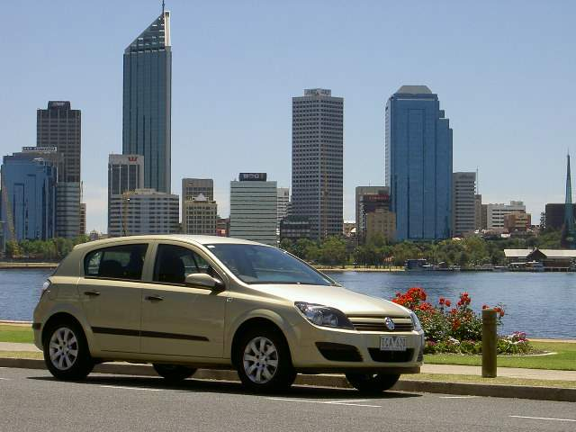 Holden Astra CDX (manual) - AH series road test