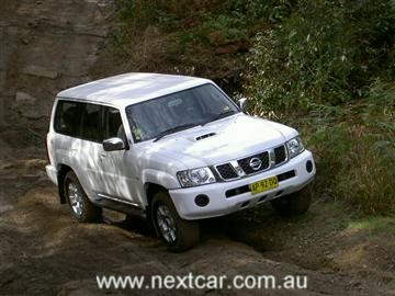 Nissan Patrol ST-L    Click on the image for a larger view